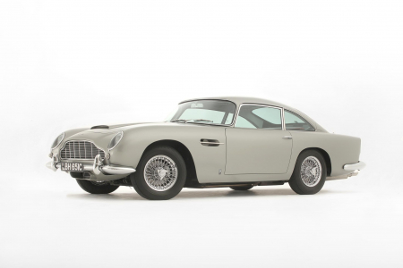 <h5>Royal Mail stamps Aston Martin DB5</h5>